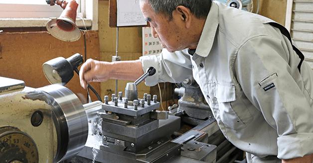 製造工場における人手不足の軽減|省力化機械.com